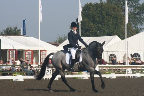 Stephanie Kelly riding The Silver Brumby.